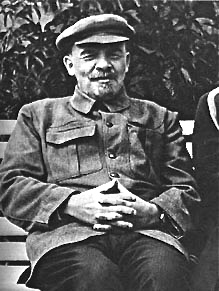 lenin-seated-1-sized